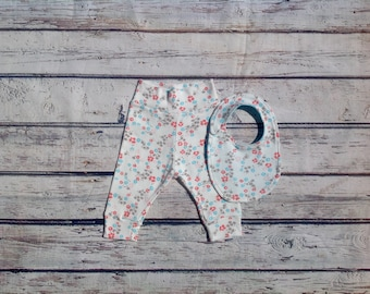 Organic baby clothes, White Flower Joggers, Baby Harem Pants, Bandana Bib, Baby leggings, Baby Shower gift, New Mom Gift, Coming Home Outfit
