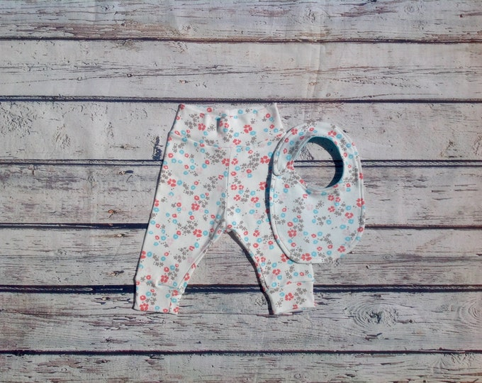 White Flowers Baby Bib and Pants Set