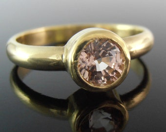 Peach Sapphire and 18k Gold Ring, Peach Sapphire Ring, Sapphire Engagement Ring, 18k Gold Ring, Alternative Engagement Ring