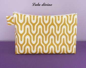 Toiletry bag in oilcloth pattern retro white / mustard, white Zip