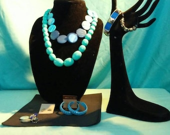 7 pc. Jewelry set teal and blue 2 necklaces 2 bracelets 3 pair earrings Accessories set