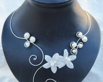 Set of jewelry for wedding - bridal set - necklace, bracelet and earrings - silk flowers - ivory white glass beads