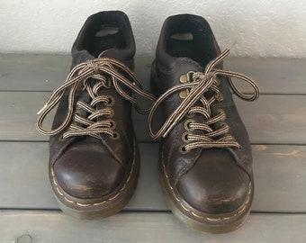 Vintage 1990s DOC MARTENS brown leather industrial platform lace-up shoes, size US 6