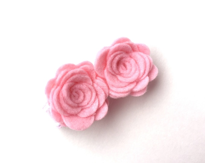 Light pink felt flower hair clip - felt hair bows, felt bows, flower hair clips, baby hair bows, hair bows, hair clips, hair bows for girls