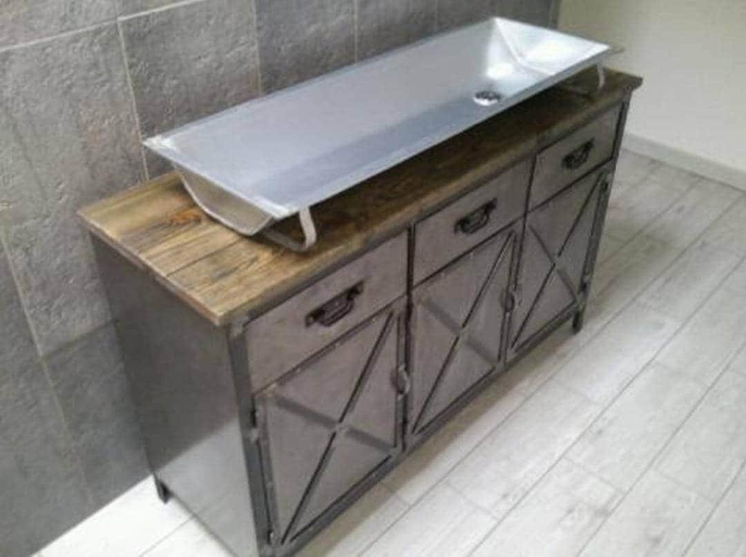 Meuble industriel de salle de bain avec son auge for Robinet salle de bain design