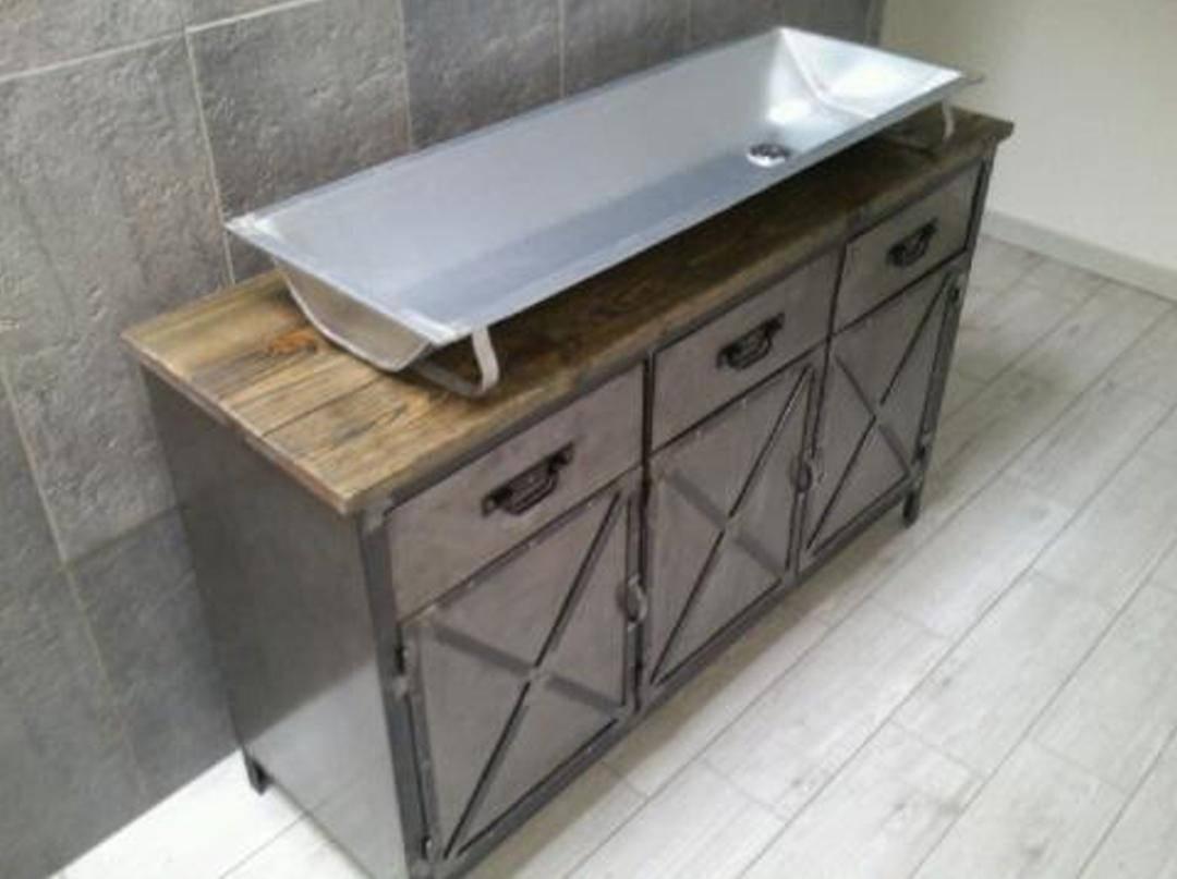 Meuble industriel de salle de bain avec son auge - Meuble tv grande taille ...