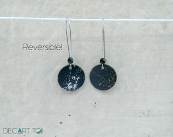 REVERSIBLE earrings recycled wooden disc painted by hand. One side black and gold, one side black and silver - 17 mm