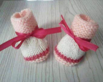 Wool baby girl, 0/1 month baby booties, booties from birth, baby pink and white