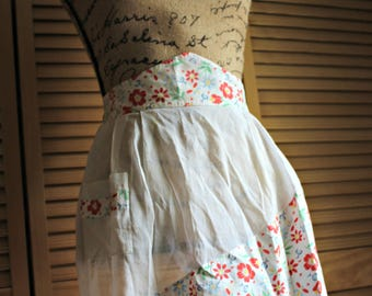 Vintage! Apron! Floral. red/yellow/green/white. Cotton. Gorgeous. Apron!