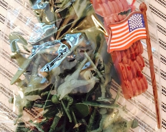 Vintage Plastic Soldiers Toy Army Set in Original Package 30 Pieces Tank Airplane Flag Soldiers Et