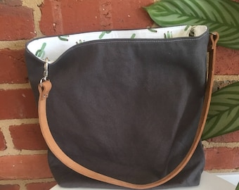 Large grey canvas tote bag / shopping bag / knitting bag / market bag fully lined with interior zip / zipper pocket and leather strap