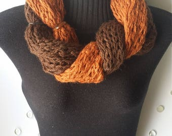 Alpaca cowl brown/cooper with tagua