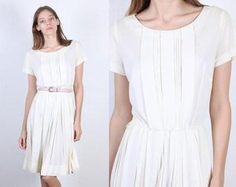 70s Knife Pleat Dress | Vintage White Knee Length Pleated Dress - Medium to Large