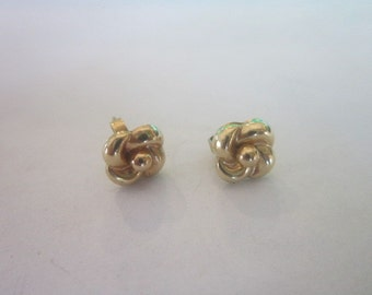 Vintage 14k Solid Yellow Gold Flower Post Stud Earrings