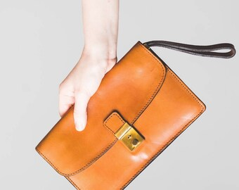 Tan brown leather clutch bag wallet made in Italy // modern luxe aesthetic // utility // 1970's?