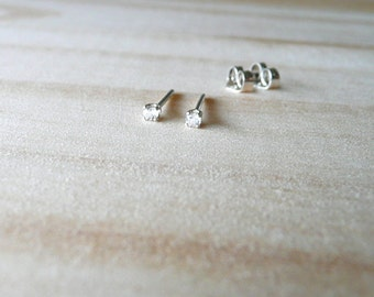 natural white topaz stud earring, tiny stud earring, authentic topaz gemstone earrings, tiny white topaz gem earring stud, sterling silver