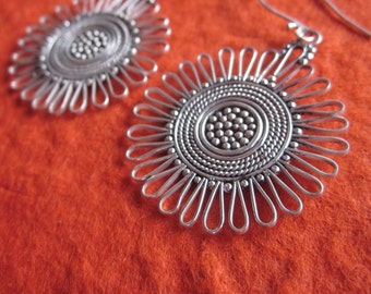 Bali Sterling silver 2 inches  Metalwork Dangle earrings / silver / Tribal Style / Handmade jewelry.