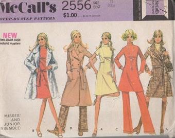 USINE plié 1970 Junior robe, pantalons, manteaux et de cravate ceinture McCall 2556 taille 11 buste 33 1/2