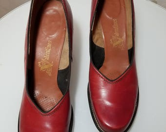 FREE SHIPPING      1940  Woman  RED  Pumps