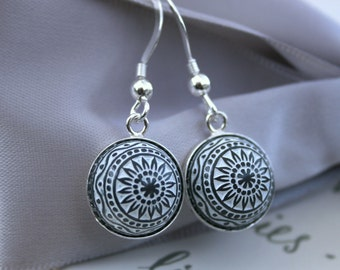 Vintage Etched Mosaic Cabochon Dangle earrings Gray and White