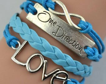 1 LOVE BRACELET, MADE IN PU HAND KNIT. BLUE.