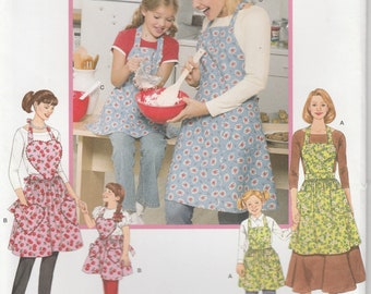 Mom and Me Apron Pattern Full Apron Heart Pockets Uncut Simplicity 3949