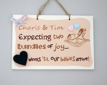 Expecting twins. Baby Countdown Plaque. Gift for Parents-to-be. Baby Shower Gift. Plaque with chalkboard. Expectant parents. Twin baby gift