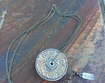 Small stacked patterns center-pierced necklace
