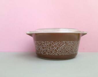 Pyrex 'Woodland' #474 round casserole dish with lid (c.1978-84)