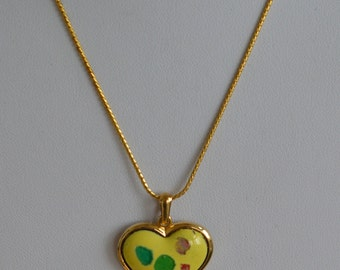 "Pretty Vintage Yellow, Multi-Colored Porcelain Heart Pendant Necklace, Gold tone, 16""18"" (B5)"