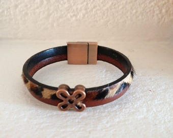 BRACELET 2 ROWS BROWN LEATHER PLAIN AND LEOPARD FUR