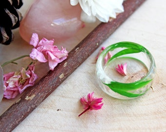 Ring in resin and bamboo leaves