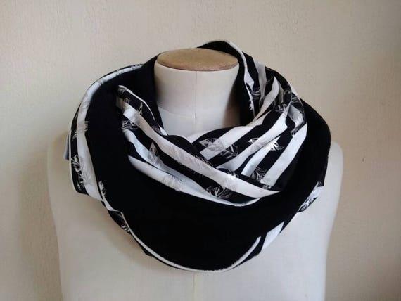 SNOOD noir et blanc, tour de cou, écharpe infinie en maille noire et coton rayures et plumes argent.