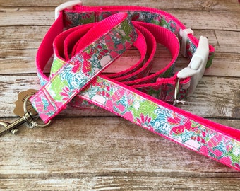 Lilly Pulitzer Dog Collar and Leash Set in Cluck Print