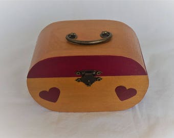 Oval wooden jewelry box