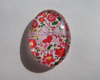 Glass cabochon oval with its liberty image in shades of Red