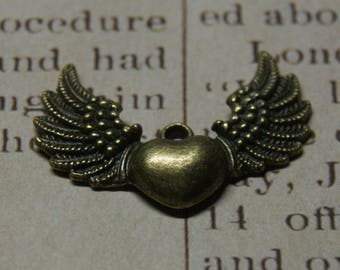 Large winged heart charm bronze 34x25mm