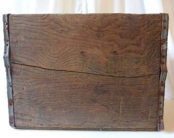 Vintage weathered to perfection Canada Dry wooden crate!