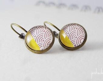 Boucles d'oreilles avec un motif japonais vagues et angle jaune