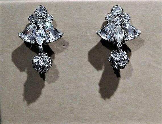 Vintage Rhinestone Earrings / Mid Century Rhinestone Earrings / Wedding / Bride / Clip On Earrings