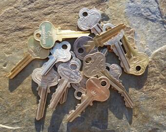 15 Antique Ornate Bow Keys