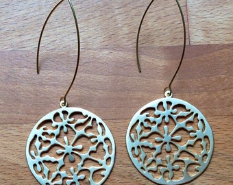Matte gold round floral earrings