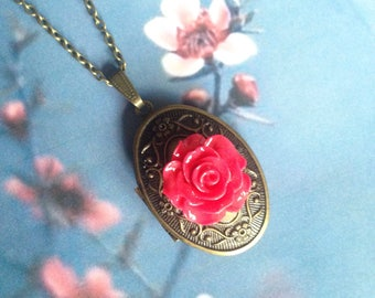 Red rose picture necklace
