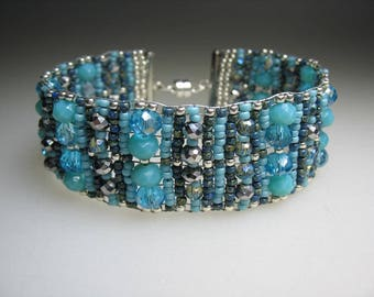 Textural Turquoise and Teal Glass Beaded Bracelet