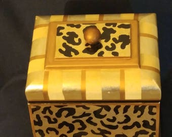 Asian Jewelry Box Bluetooth Speaker