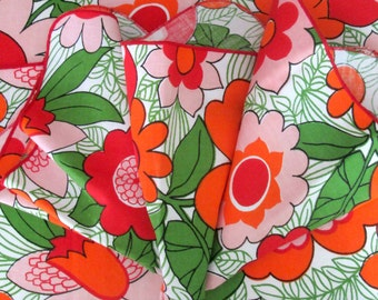Mod Flower Fabric Napkins Set of 4 Vintage Big Bold & Beautiful Home Dining Decor