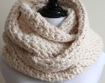 Knit infinity scarf, chunky knitted infinity scarf in Winter White / Cream White, chunky knit cowl, circle scarf, knit eternity scarf