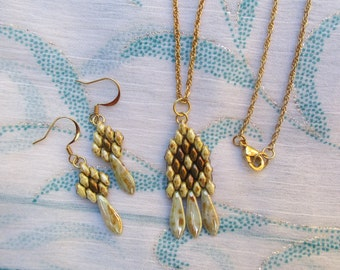 White and gold duo dagger necklace set