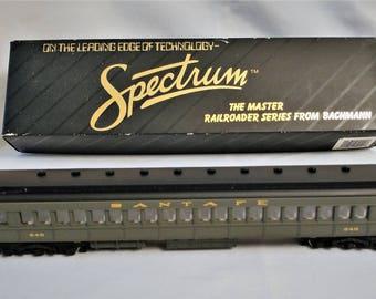 HO Scale Train - Santa Fe Coach - Spectrum / Bachmann