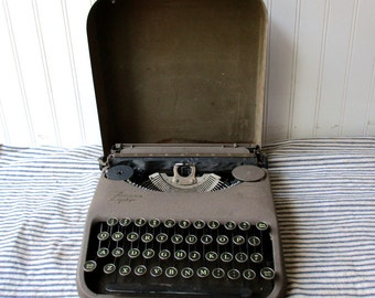 Vintage Corona Zephyr typewriter and case compact 9 pound Wonder Vintage Office